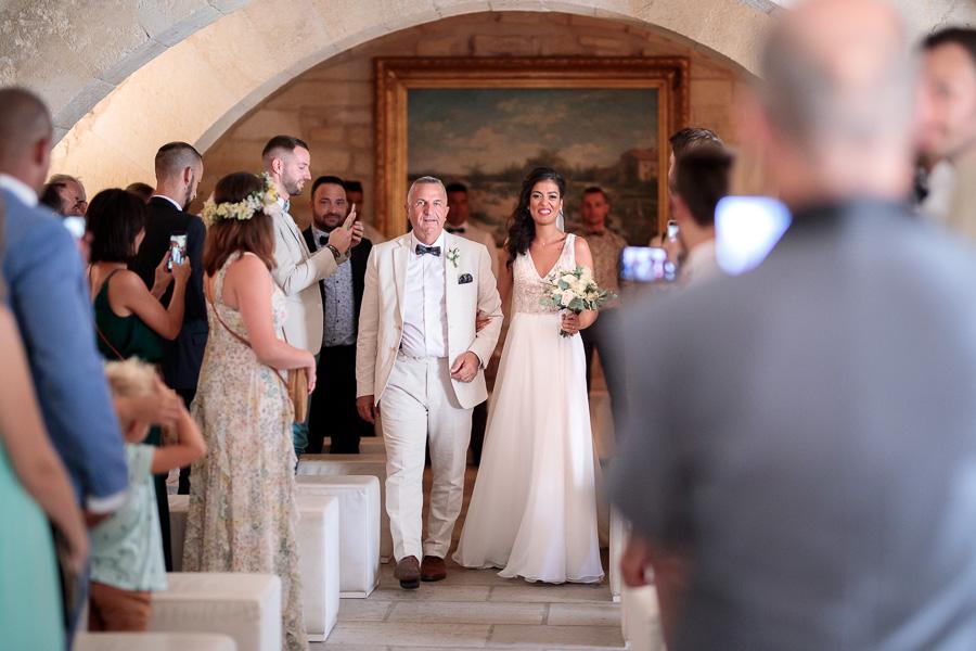 photographe montpellier entrée de la mariée mairie