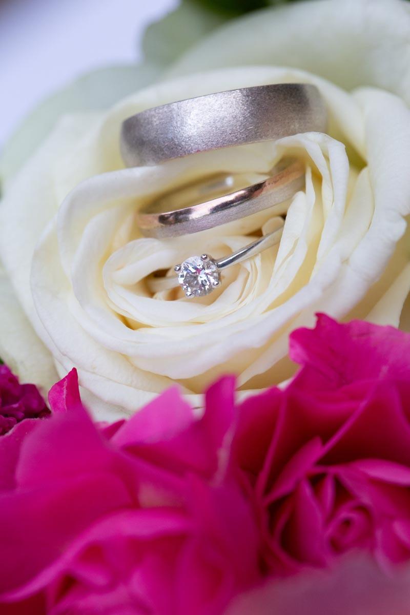Makroaufnahmen Hochzeitsringe, Ehering fotografiert vom Hochzeitsfotograf