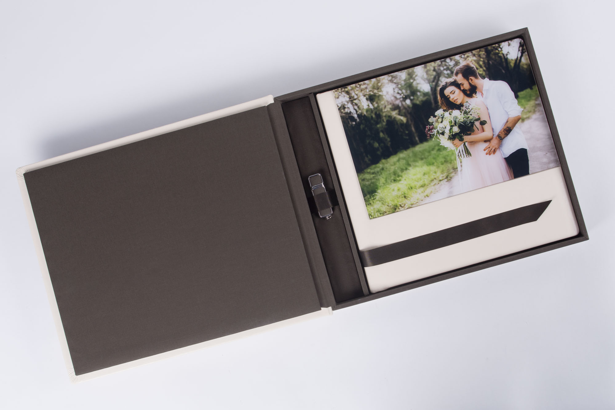 Eine handgefertigte Aufbewahrungsbox zum Schutz eures Hochzeitsalbums