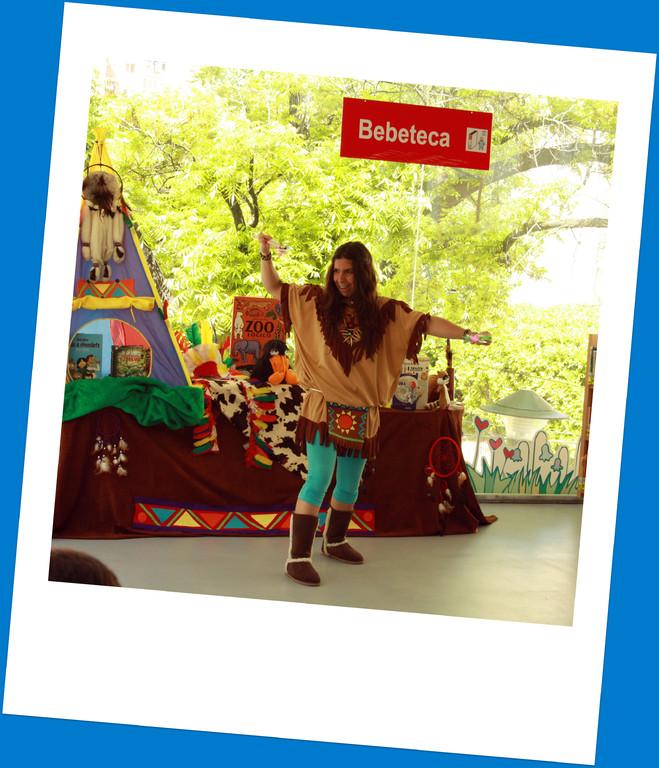 """Alicia Acosta en """"Cuéntame una de Indi@s"""" en la BPM Dámaso Alonso (Málaga)"""