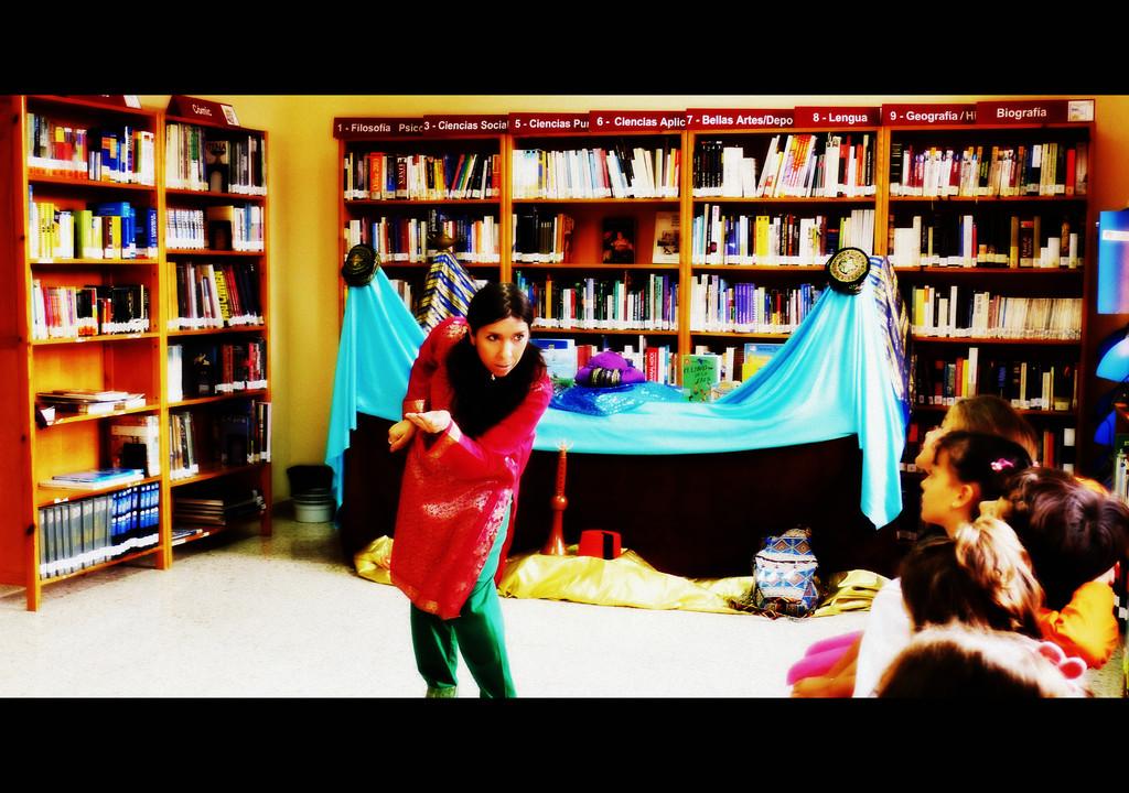 """Alicia Acosta en """"Los cuentos de las mil y una noches""""."""