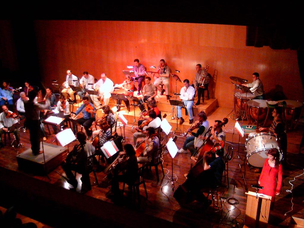 """Alicia Acosta narrando """"Pedro y el Lobo"""" con la Orquesta Sinfónica de Málaga"""