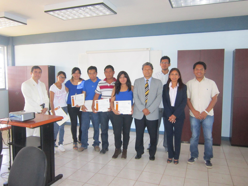 Entrega de estímulos académicos en la UABJO, 2012.