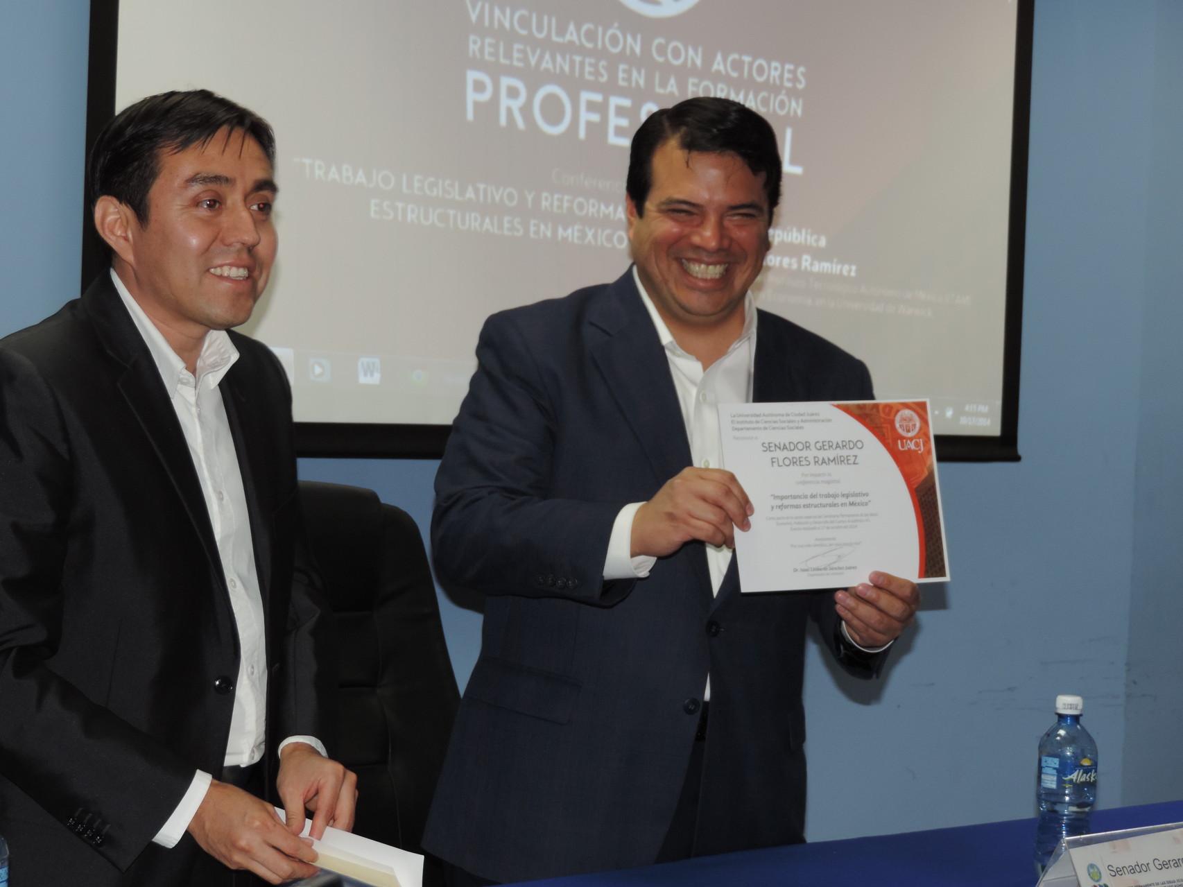 Con el Senador de la República Gerardo Flores, 2014.