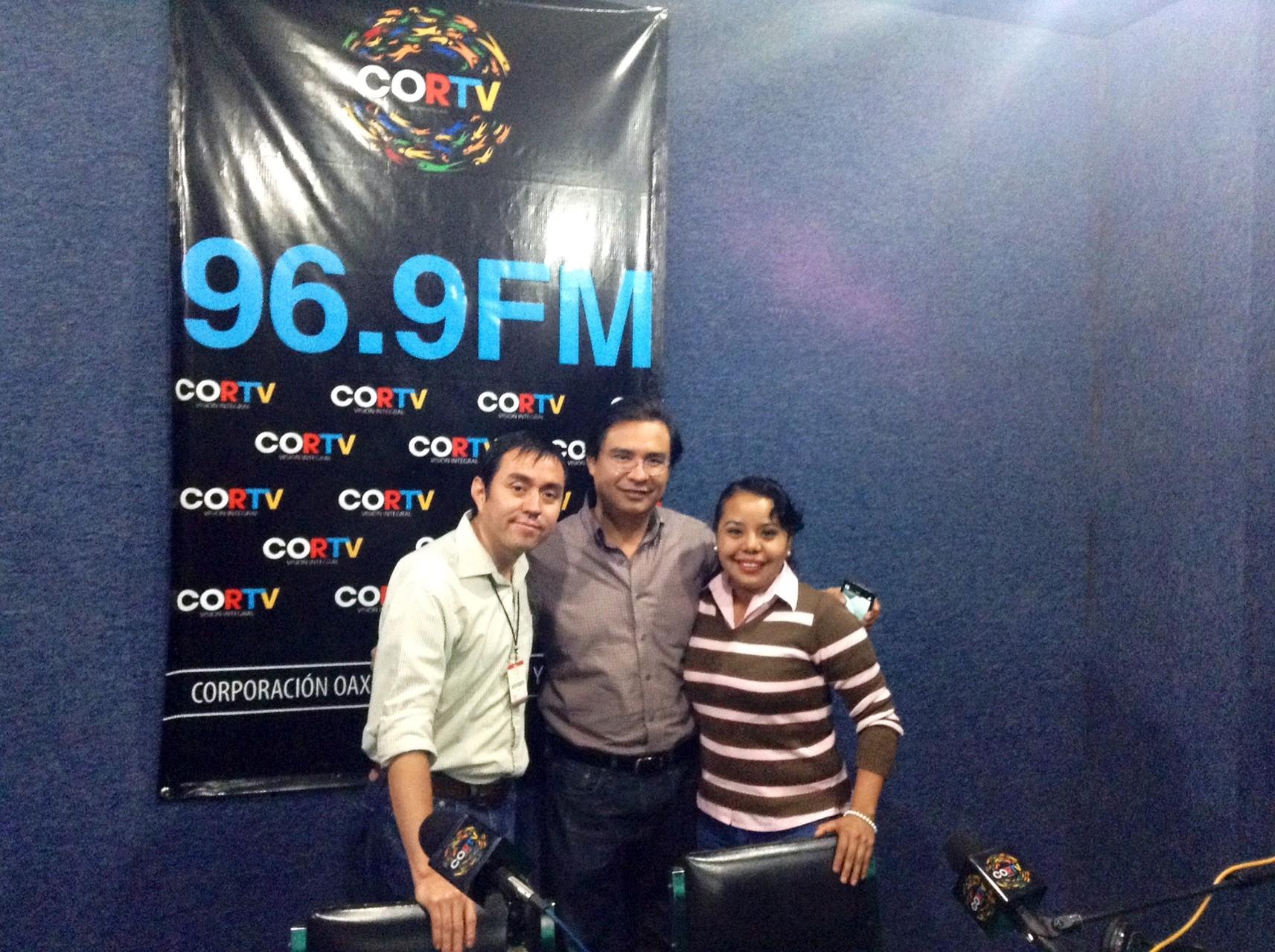 En el 96.9 de FM, Oaxaca con Carlos Hernández y Lupita Cortes, 2014.