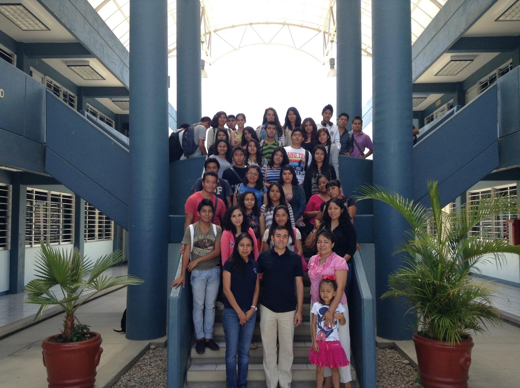 Con alumnos de economía (UABJO, Oaxaca), 2014.