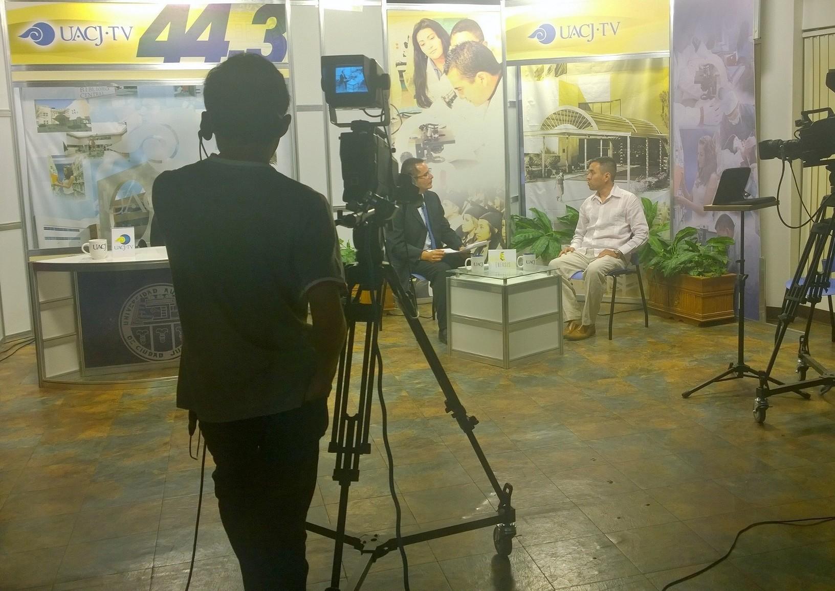 Participación en UACJ TV, 2015.
