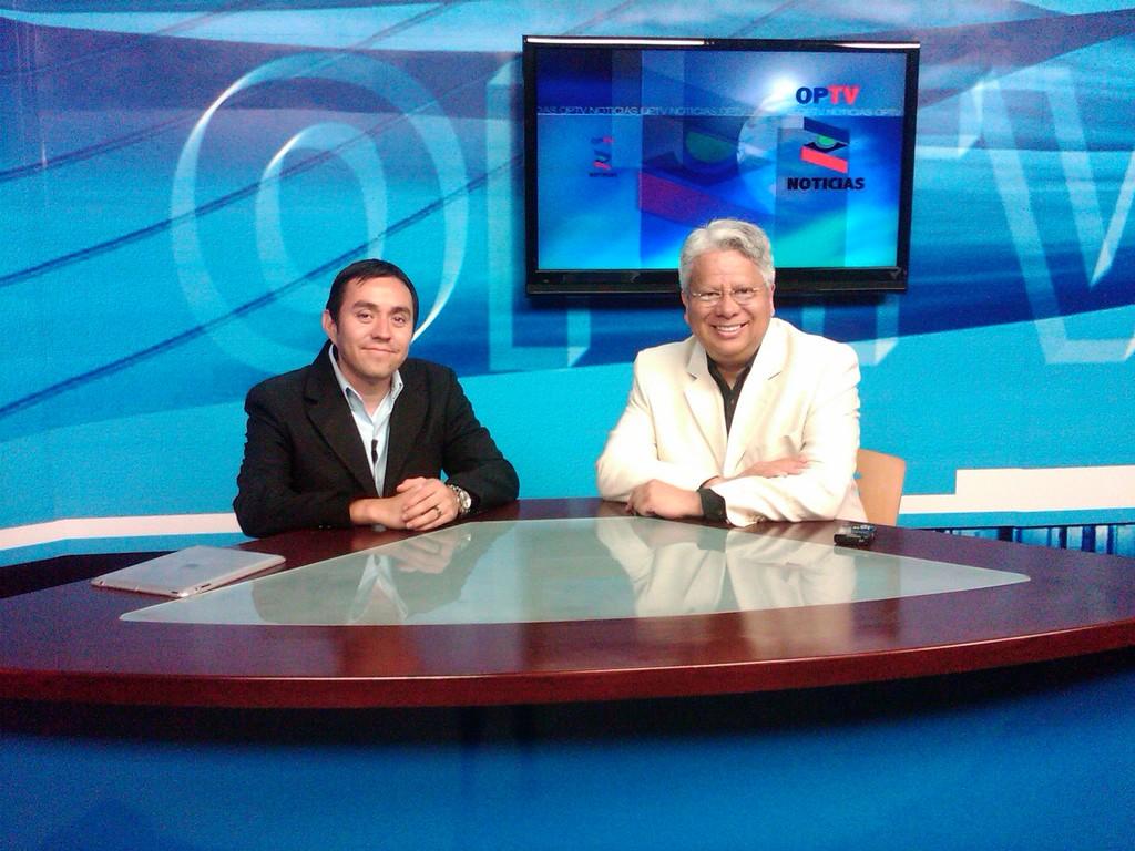 En el programa de Televisión OPINIÓN PÚBLICA, canal 135 de cablemas digital, Ciudad Juárez, 2012