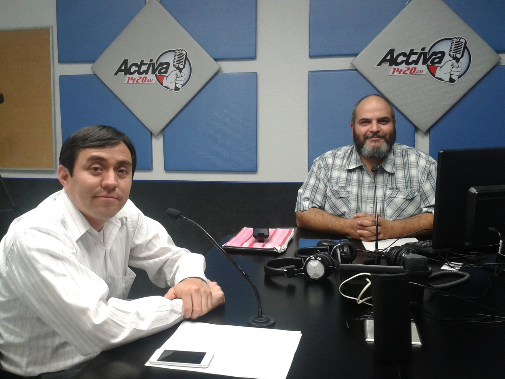 Participando en el 1420 de AM con el Dr. Benjamín Carrera, 2014.