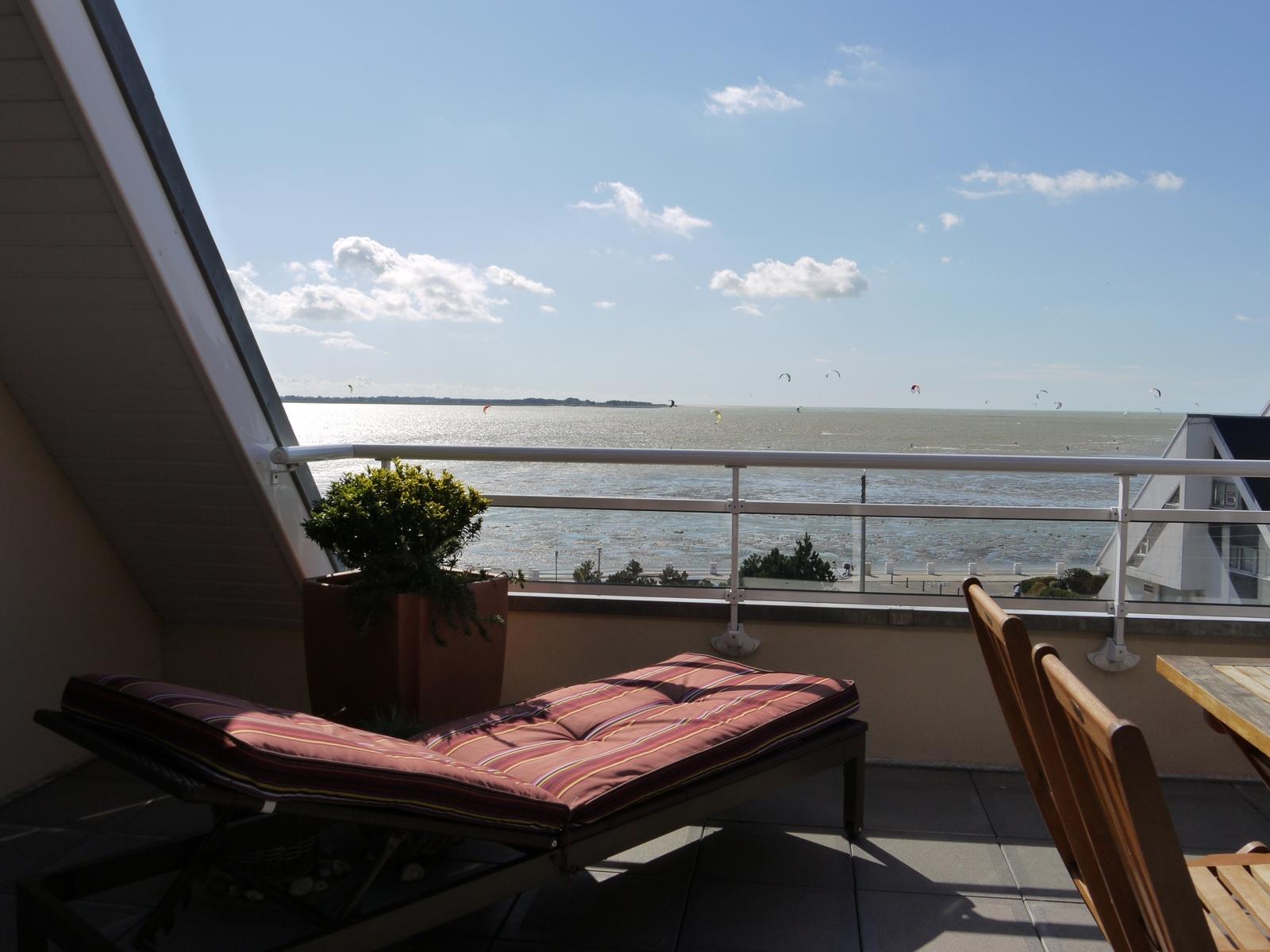 Terrasse vue mer gite de la baie sur somme for Vue sur terrasse