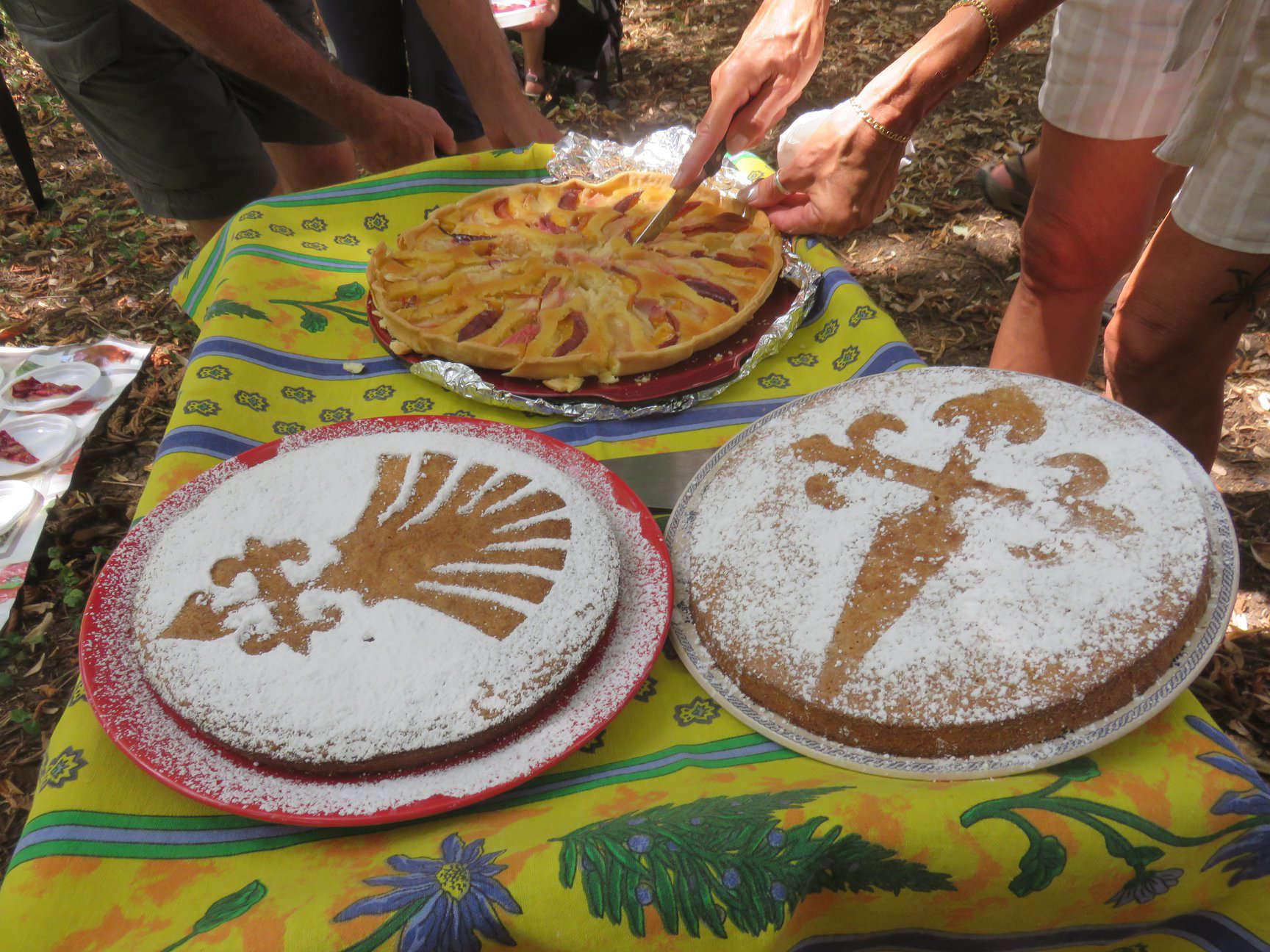 Gâteaux proposés aux marcheurs.