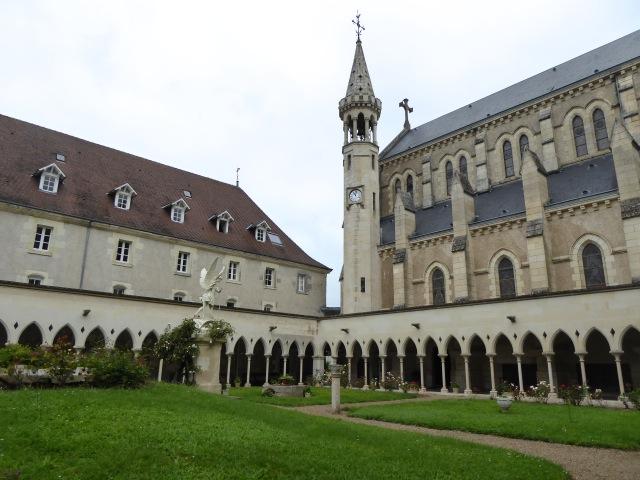 Eglise et cloître de la Puye, maison mère des Files de la Croix