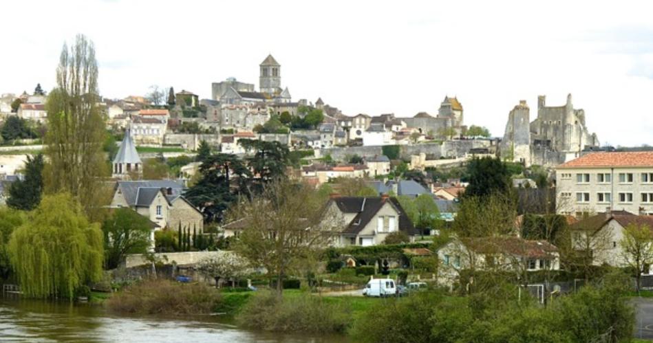 Vue de Chauvigny à partir du viaduc ferroviaire