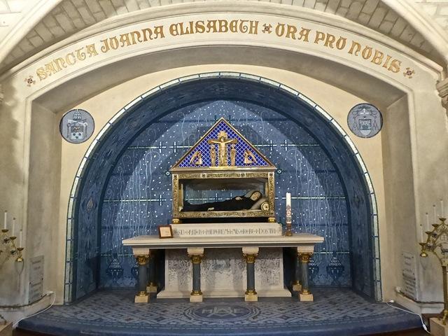 Châsse de la fondatrice des Filles de la Croix, Sainte Jeanne-Elisabeth Bichier des Ages
