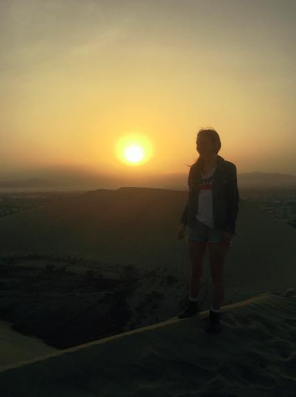 Der Sonnenaufgang über den Dünen von Huacachina