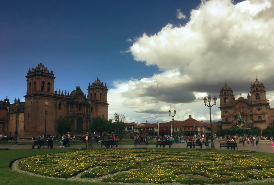 Der Plaza Mayor mit seiner Cathedrale beherbergt...