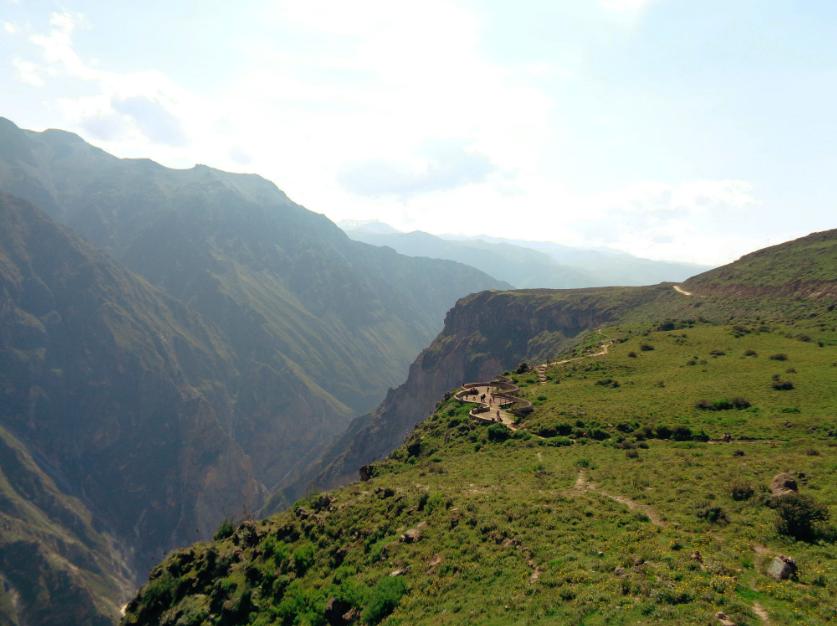 Die Anreise von Arequipa (4 Stunden einfache Fahrt) ist zwar beschwerlich, lohnt jedoch auf jeden Fall