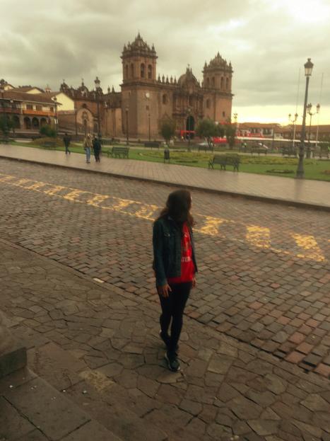 Nach zehn Stunden Busfahrt aus Arequipa steh ich endlich in Cusco