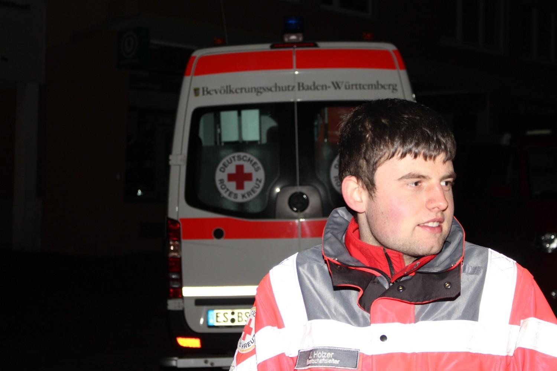 Foto: Rainer Hauenschild: Das Rote Kreuz mit Einsatz-Fahrzeug