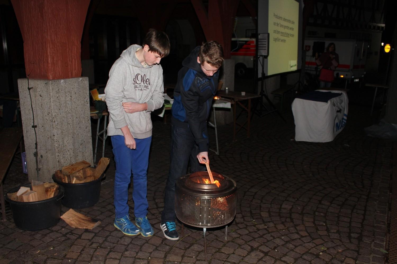 Foto: Rainer Hauenschild: Pfadfinder Plochingen betreuen den Feuerkorb