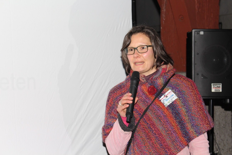 Foto: Rainer Hauenschild: Julia Lilke stellt Foodsharing Esslingen vor