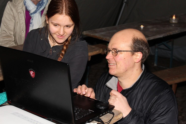 Foto: Rainer Hauenschild: Annika und Jürgen Kroll sorgten für die technische Unterstützung