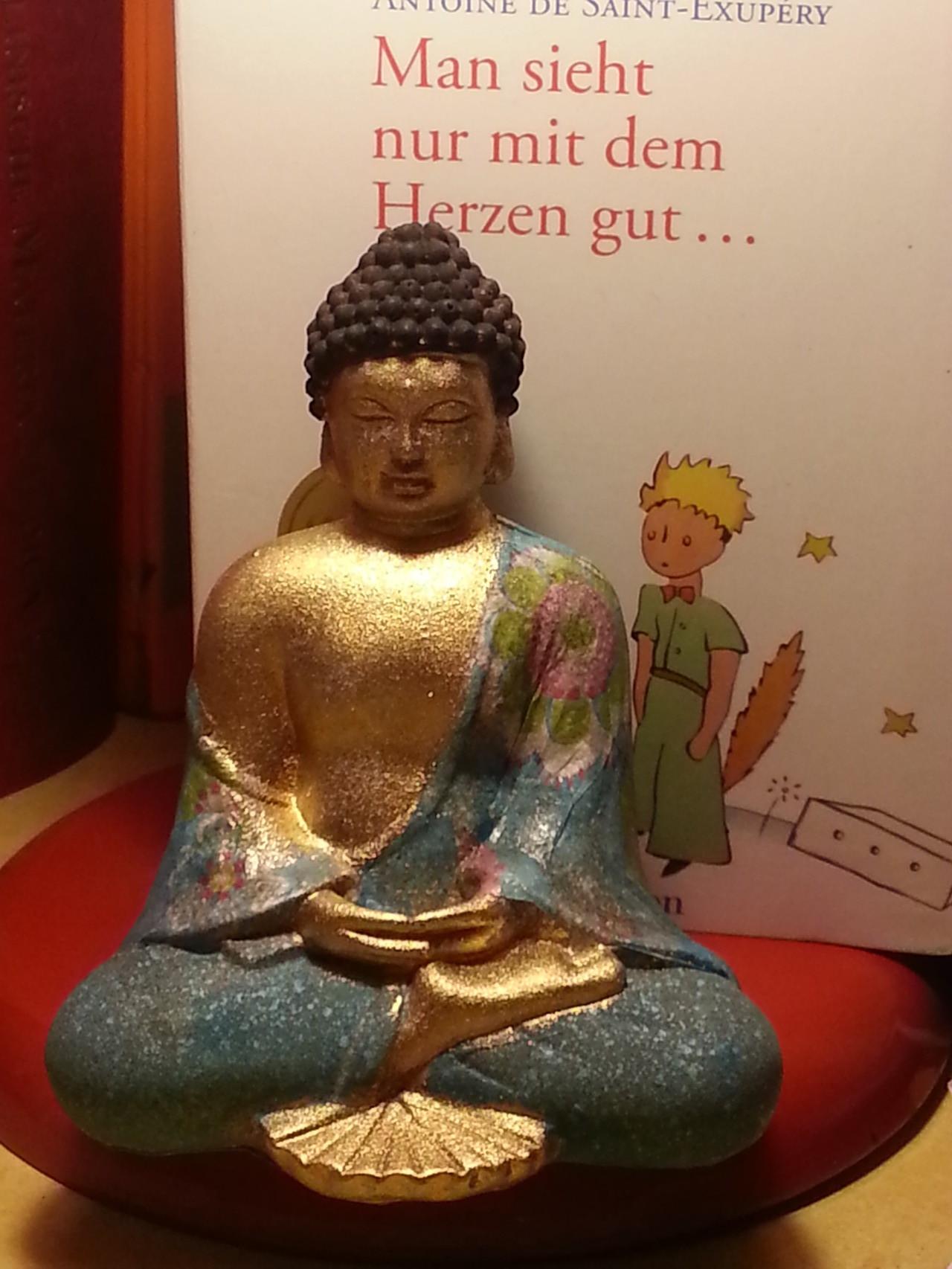 Angebot kleiner Buddha