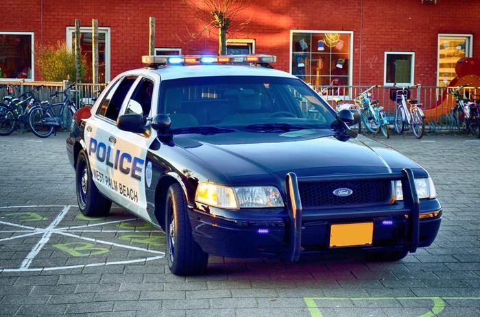 Originele amerikaanse politieauto, ook te huren voor uw gala, evenement of als trouwauto