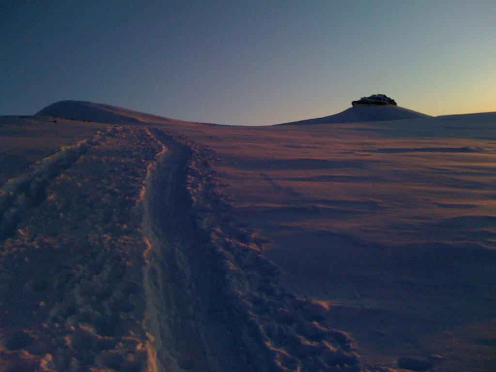 Kurz vor dem Gipfel, der Schilt in der Abendsonne