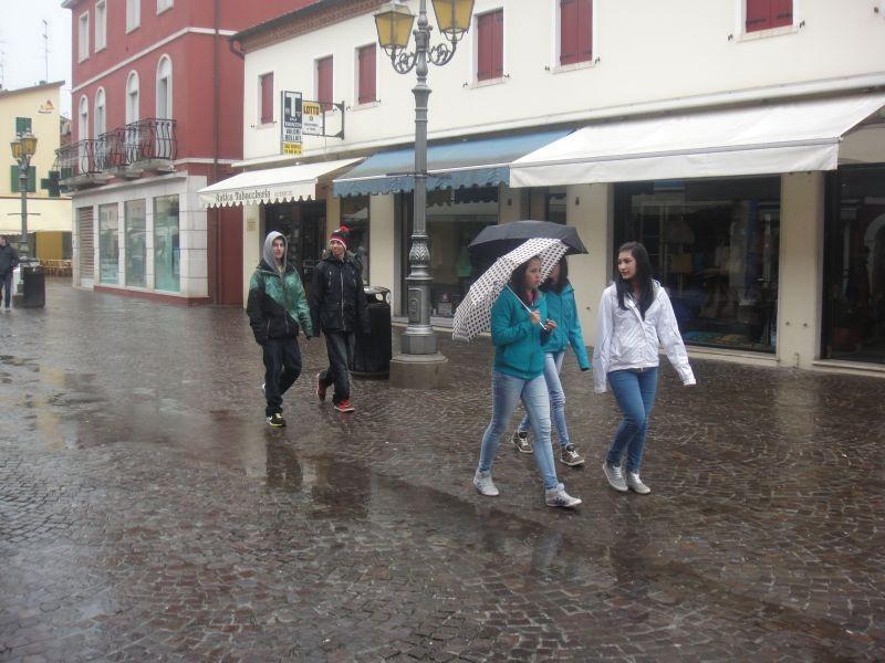 Shopen bei Regenwetter