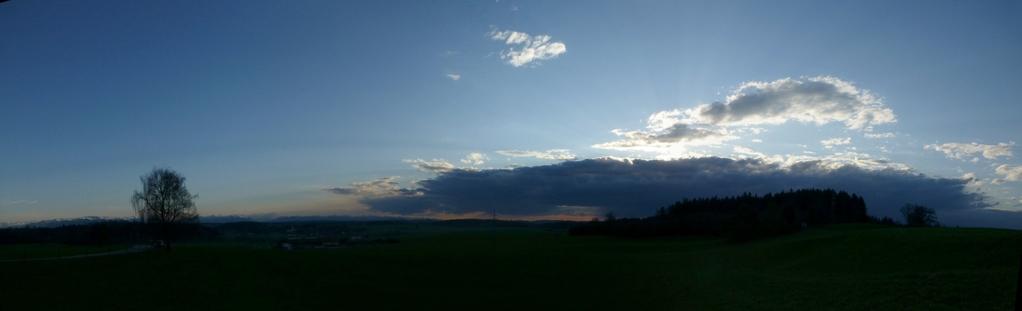 Vom Westen her kommt die Wolkenfront!