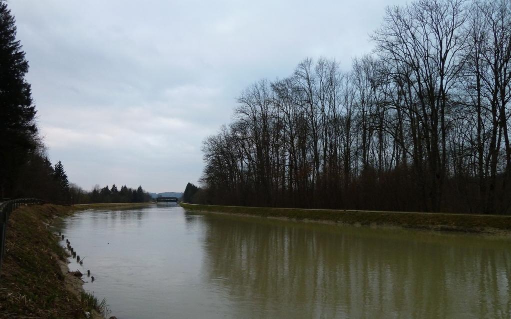 Der Isarkanal zwischen Aumühle und Brückenfischer