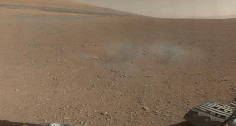 """Das erste Farbfoto, das der Mars Rover """"Curiosity"""" aufgenommen hat."""