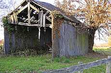 hangar : mur de palis