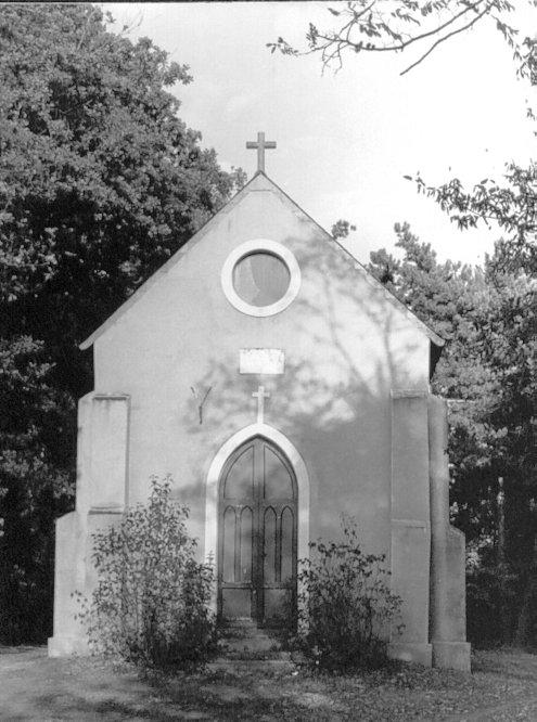 Chapelle de Limerdin près de Rieffeland à Nozay : Cette chapelle, construite par Jules Rieffel, vers 1845 pour abriter le corps de deux de ses enfants, morts jeunes, est le tombeau de toute la famille Lembezat dont celui des frères cités dans ce document.