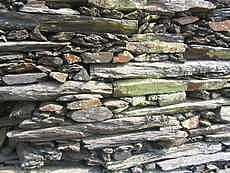mur en pierre sèche (sans mortier)