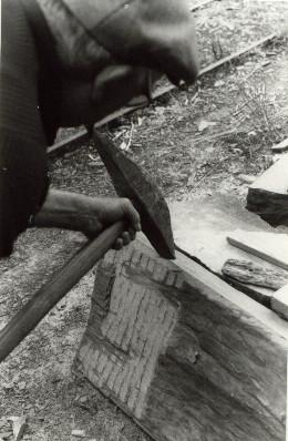 travail au marteau taillant aplanir palis