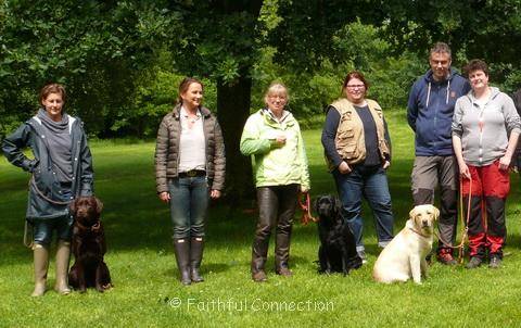 Die Teilnehmer des 1. Tages - in der Mitte die Wesensrichterin Simone Metz
