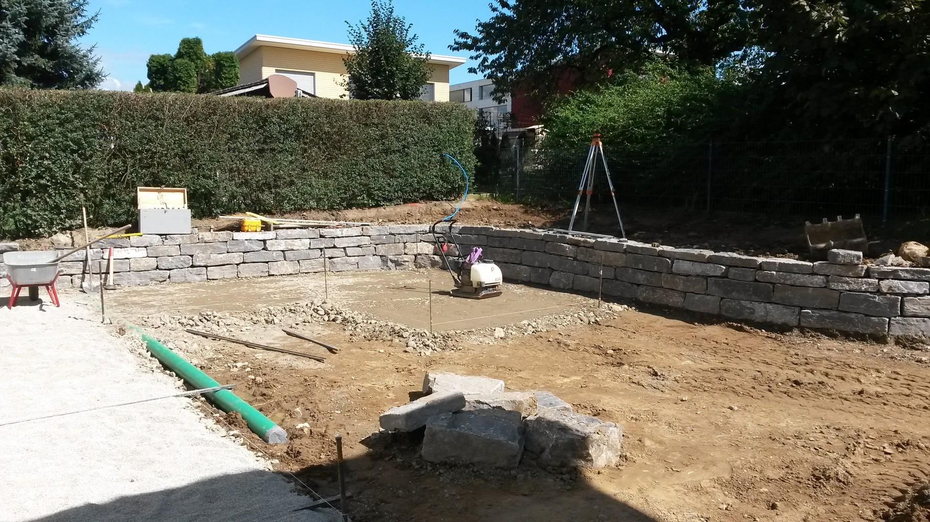 Erstellung Natusteinmauer mit Sitzplatz