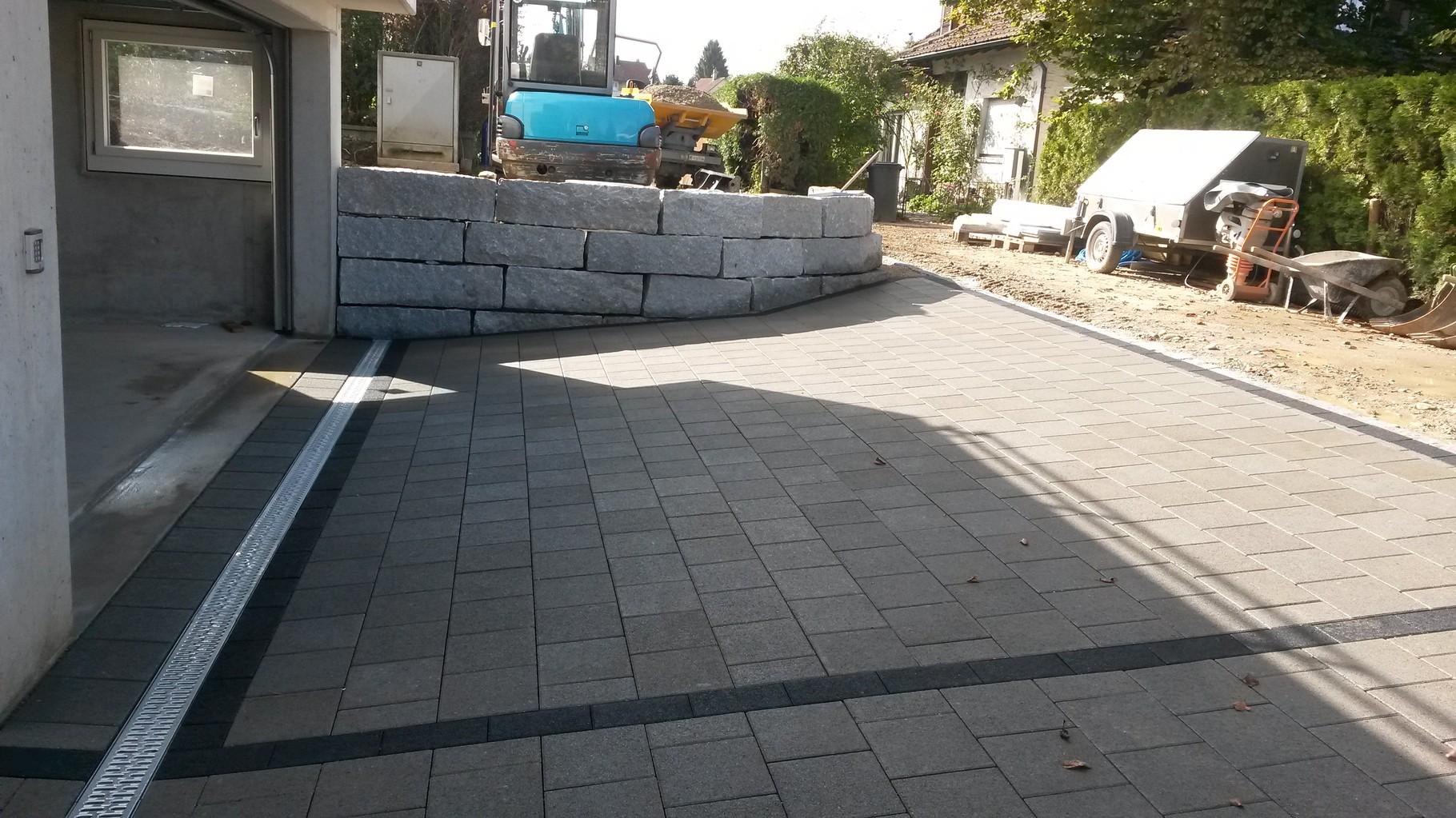 Fertigstellung Vorplatz Garageneinfahrt