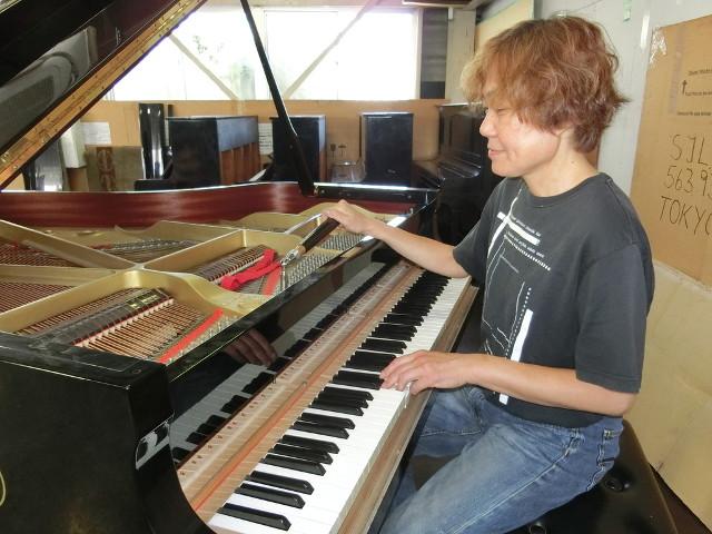 ピアノを正しい音律に合わせる調律