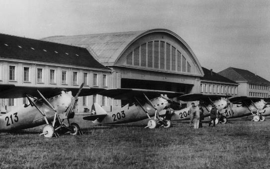 Flugzeugparade Militärflugplatz Dübendorf   Quelle: Luftwaffe