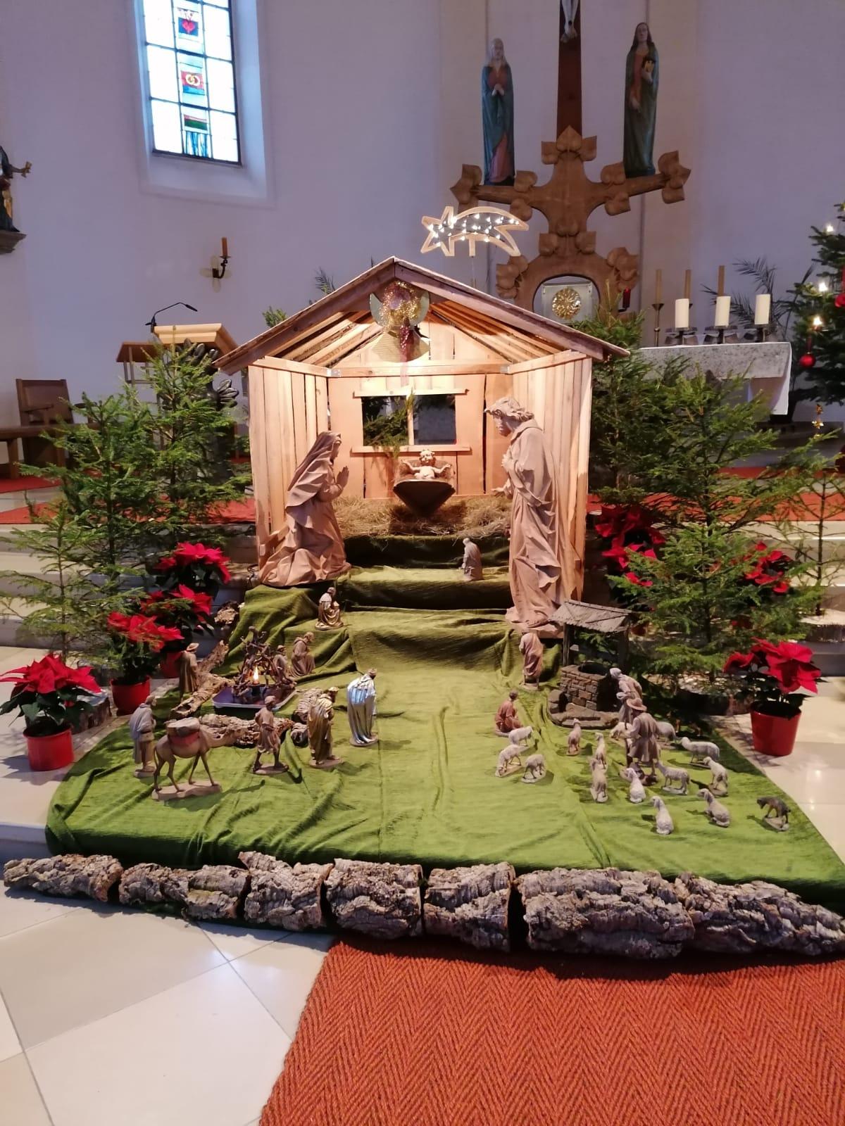 ...die von Hans Wolfram gebaute, neue Weihnachtskrippe...