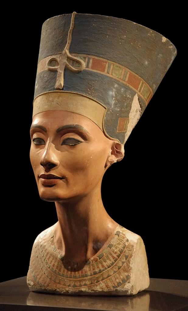نفرتيتي تحفة من النحت chefs d'oeuvre de la sculpture Nefertiti.nouveausculpteur.