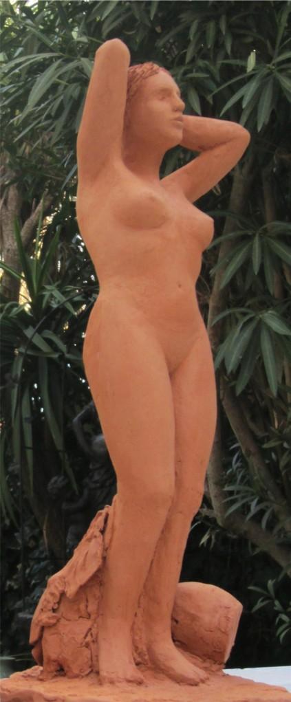"""""""la source"""" sculpture argile femme nue debout."""