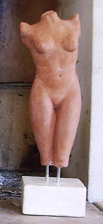 sculpture aphrodite sortant de l'eau