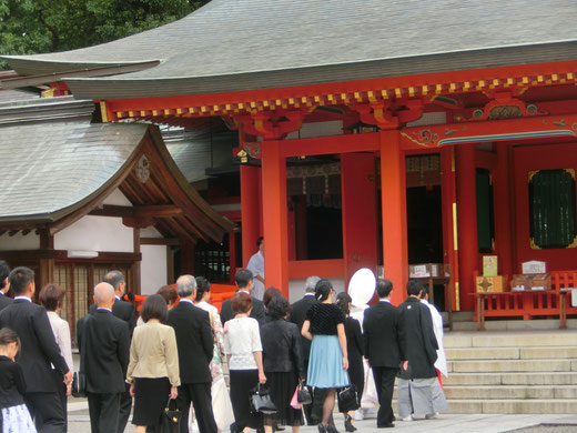 厳かに神社で挙式