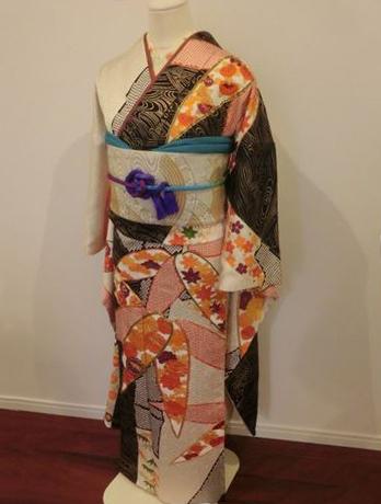 大きな竹に花の刺繍の古典柄の振袖