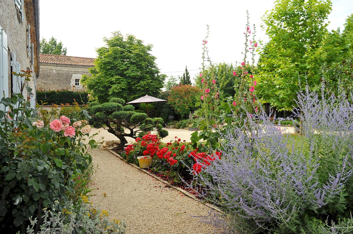 Jardin devant la longère