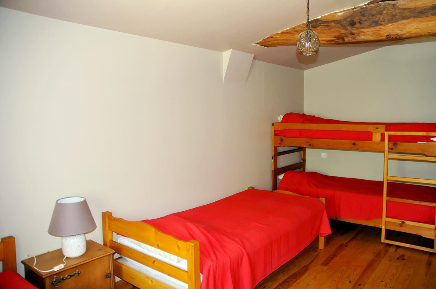 Chambre avec 4 lits 1 personne